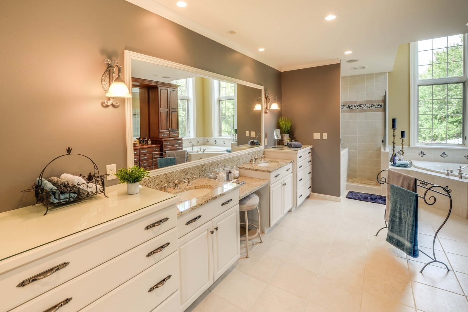 Popular New Construction 3BR2ba Twinhome On Eau Claires West Side  Beautiful  This 3 Bedroom, 2 Bath Home Features An Open Floor Plan, Stainless Steel Appliances, And Custom Cabinets The Flooring, 3panel Doors, And Craftsman Trim Are